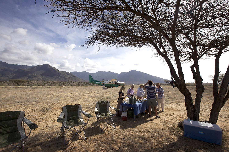 picnic breakfast in teh Suguta with the Caravan